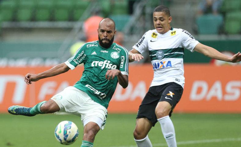 'Lutei, tentei o gol a todo momento', disse Alecsandro, titular contra o Coritiba. (Cesar Greco/Ag. Palmeiras/Divulgação)