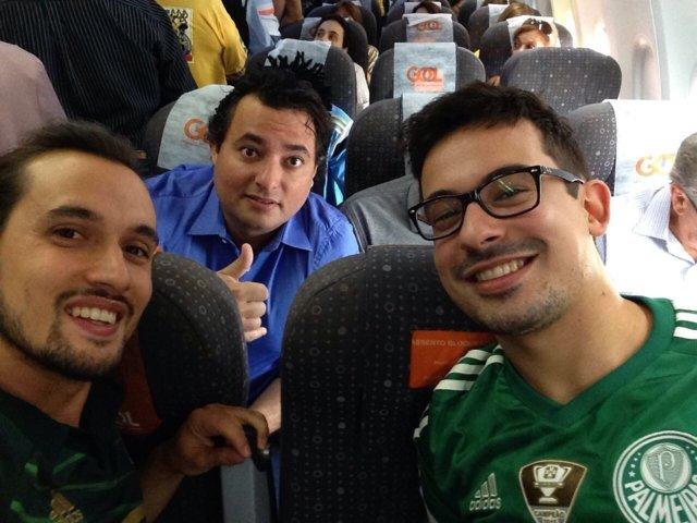 Sócios Daniel Rodrigues Marques e Cássio Debiazzi viajaram com elenco e comissão alviverde para Montevidéu. (Divulgação)