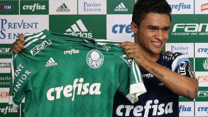 Erik foi oficialmente apresentado pelo Verdão nesta quinta-feira (07). (Cesar Greco/Ag.Palmeiras/Divulgação)