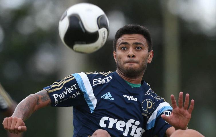 Cleiton Xavier voltou a treinar com bola nesta segunda (29). (Cesar Greco/Ag.Palmeiras/Divulgação)