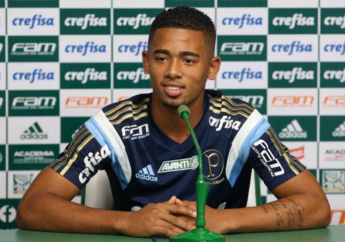 Gabriel Jesus concedeu entevista coletiva nesta quinta (18) na Academia de Futebol. (Cesar Greco/Ag.Palmeiras/Divulgação)