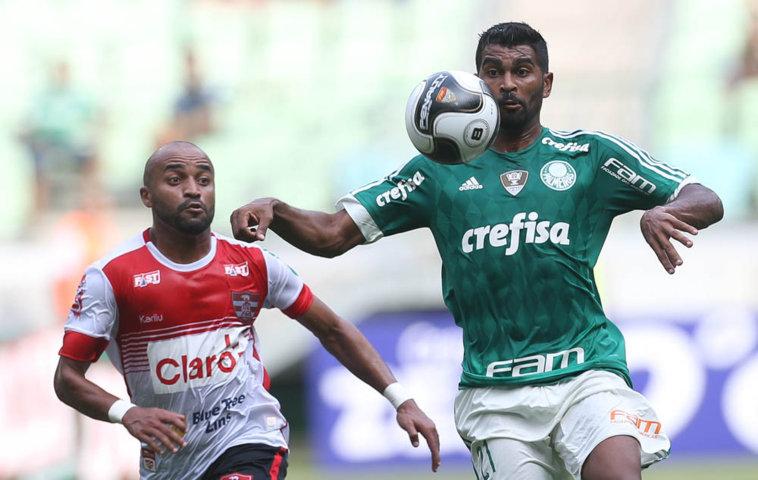Thiago Santos foi começou como titular da equipe na partida deste sábado (13). (Cesar Greco/Ag. Palmeiras/Divulgação)