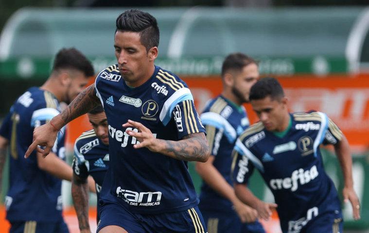 Jogadores fizeram movimentações técnicas, com dois toques na bola por atleta. (Cesar Greco/Ag. Palmeiras/Divulgação)