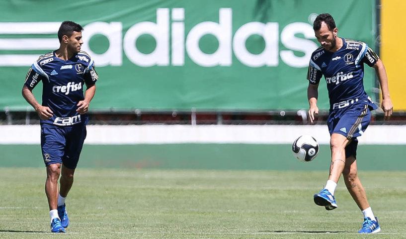 Cleiton Xavier e Edu Dracena treinaram normalmente nesta quinta (10). (Cesar Greco/Ag.Palmeiras/Divulgação)