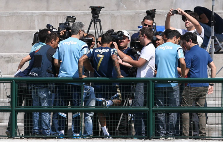 Dudu está com uma contratura no músculo posterior da coxa direita. (Cesar Greco/Ag.Palmeiras/Divulgação)