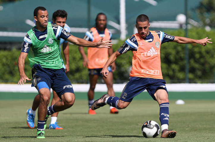 O zagueiro Roger Carvalho e o volante Gabriel estão entre os atletas relacionados para enfrentar o Água Santa neste domingo (27). (Cesar Greco/Ag Palmeiras/Divulgação)