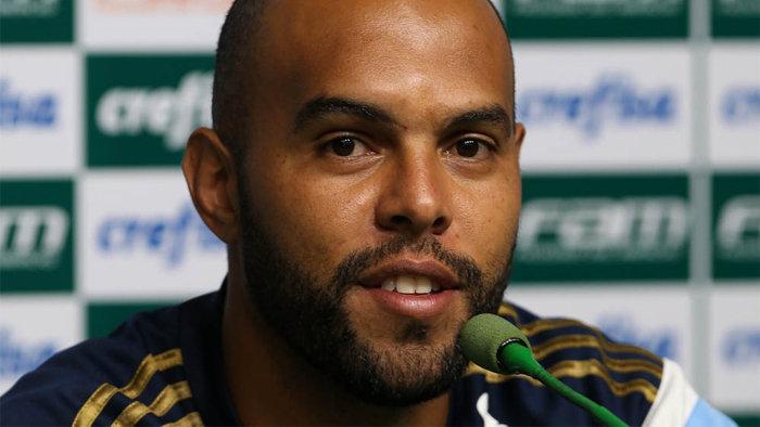 Alecsandro concedeu entrevista coletiva na Academia de Futebol nesta terça (03). (Cesar Greco/Ag.Palmeiras/Divulgação)