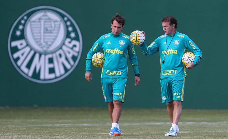 Cuca comandou uma atividade tática e relacionou os jogadores para enfrentar o Fluminense. (Cesar Greco/Ag.Palmeiras/Divulgação)