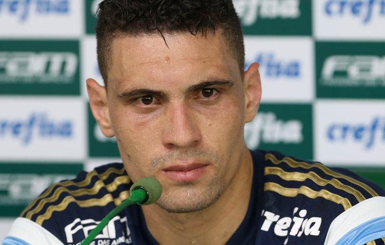 O meia Moisés concedeu entrevista coletiva na Academia de Futebol na manhã desta segunda-feira (09). (Cesar Greco/Ag Palmeiras/Divulgação)
