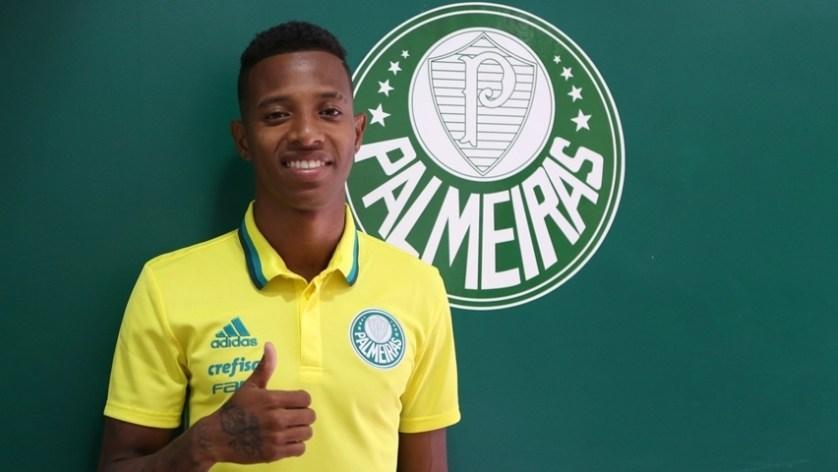 Tchê Tchê assinou com o Palmeiras nesta quarta-feira (11). (Fabio Menotti/Ag.Palmeiras/Divulgação)