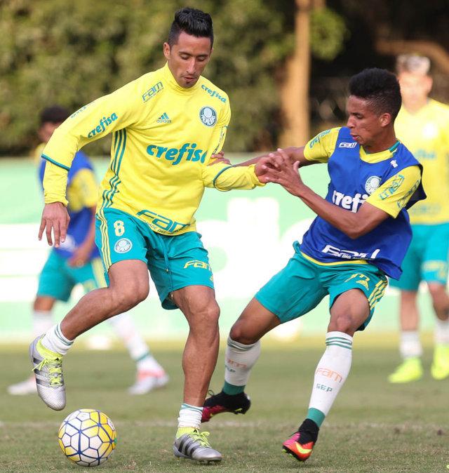Barrios treinou entre os titulares neste sábado (09). (Cesar Greco/Ag.Palmeiras/Divulgação)