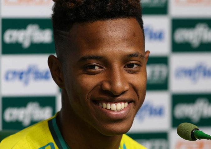 Tchê Tchê concedeu entrevista coletiva na Academia de Futebol depois do treino desta quinta-feira (14). (Cesar Greco/Ag Palmeiras/Divulgação)