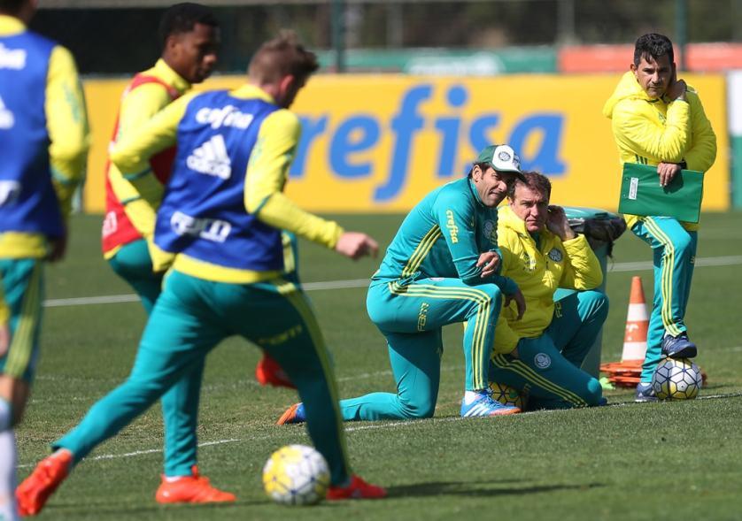 Cuca comandou treino tático visando ao duelo com o Fluminense, no domingo (28). (Cesar Greco/Ag.Palmeiras/Divulgação)