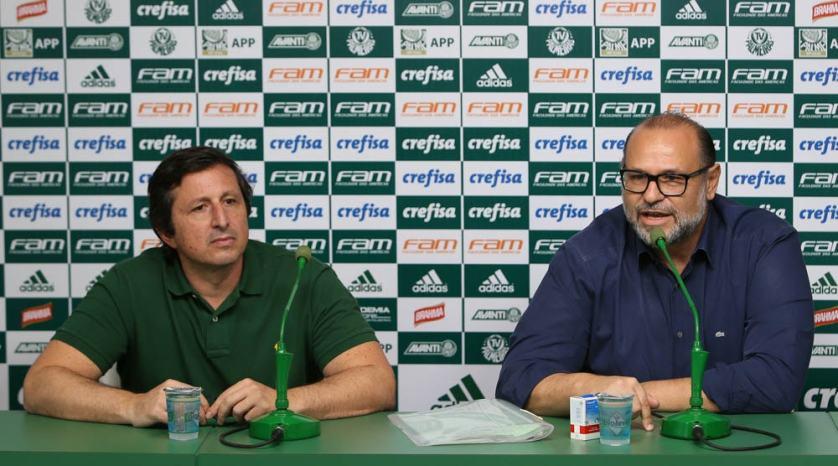 Rubens Sampaio e Vinicius Martins concederam coletiva na Academia de Futebol para explicar falso doping de Alecsandro. (Cesar Greco/Ag.Palmeiras/Divulgação)