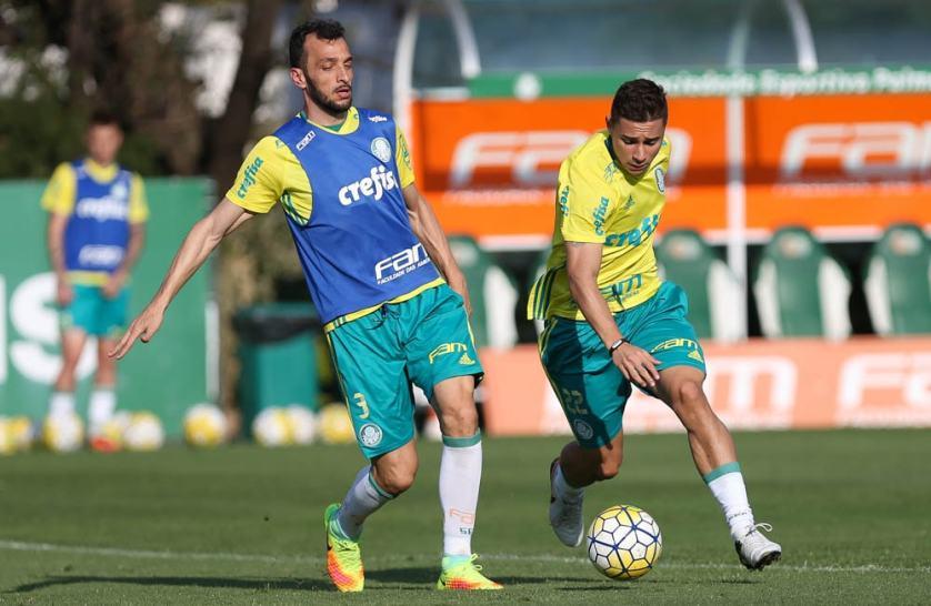 Reservas foram a campo e fizeram atividades técnicas nesta segunda-feira (29). (Cesar Greco/Ag Palmeiras/Divulgação)