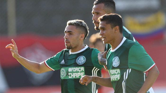 O volante Gabriel marcou o primeiro gol do Palmeiras contra o Vitória, no Barradão. (Cesar Greco/Ag.Palmeiras/Divulgação)