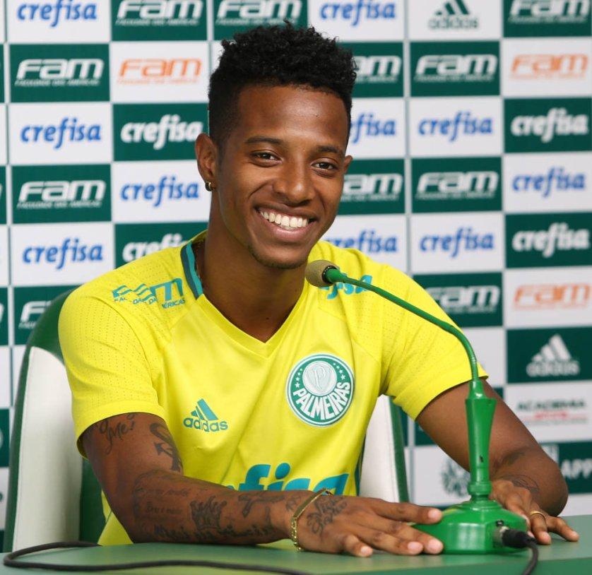 Bem-humorado, Tchê Tchê concedeu entrevista coletiva na Academia de Futebol nesta segunda-feira (30). (Cesar Greco/Ag Palmeiras/Divulgação)
