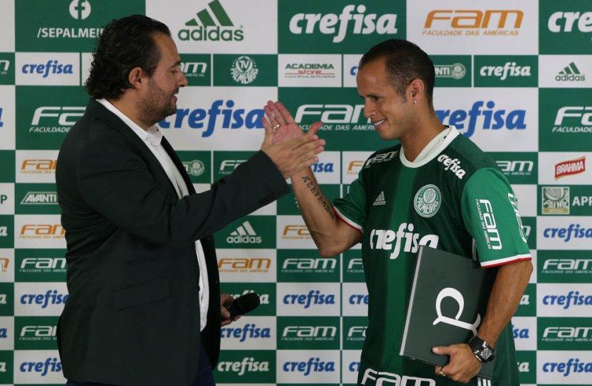 Meia Alejandro Guerra foi apresentado oficialmente e deu primeira entrevista coletiva como jogador do Verdão. (Cesar Greco/Ag.Palmeiras/Divulgação)