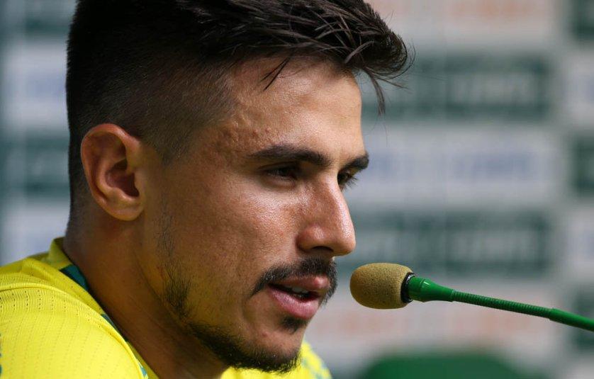 Willian concedeu entrevista coletiva nesta segunda-feira (20) na Academia de Futebol. (Cesar Greco/Ag.Palmeiras/Divulgação)