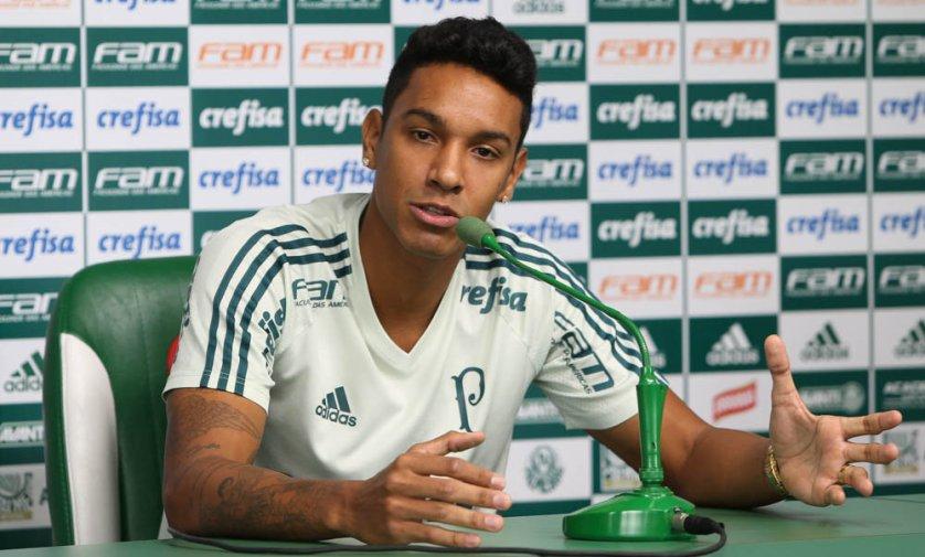 Em entrevista coletiva, o jogador Antônio Carlos elogiou os companheiros de zaga. (Cesar Greco/Ag Palmeiras/Divulgação)