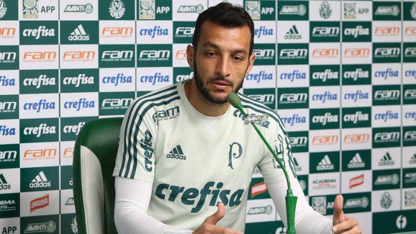 Antes do treino desta quarta-feira (19), Edu Dracena concedeu entrevista coletiva na Academia de Futebol. (Cesar Greco/Ag. Palmeiras/Divulgação)