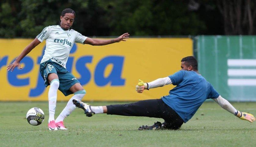 Reservas realizaram um jogo-treino na tarde desta quinta-feira (13), na Academia de Futebol. (Cesar Greco/Ag. Palmeiras/Divulgação)