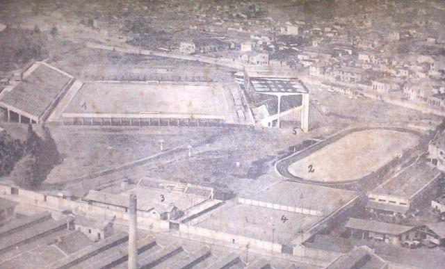 Vista aérea do Parque Antártica em 1936, já com as arquibancadas de cimento armado e tribuna social. (Divulgação)