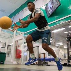 Elenco faz treino de força e potência na Academia de Futebol