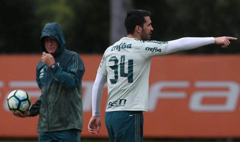 Cuca comandou treino tático antes de viagem a Curitiba. (Cesar Greco/Ag Palmeiras/Divulgação)