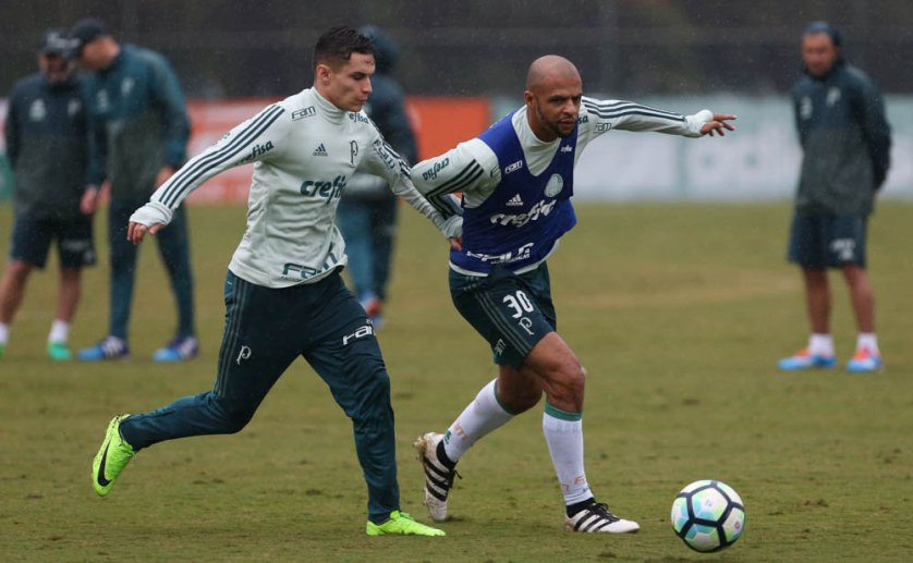 Na Academia de Futebol, atividade foi realizada debaixo de chuva de forma integral. (Cesar Greco/Ag Palmeiras/Divulgação)