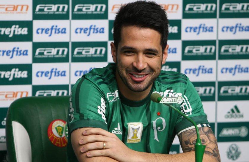 Recuperado de uma cirurgia no pé direito, Luan foi apresentado na Academia de Futebol. (Cesar Greco/Ag Palmeiras/Divulgação)