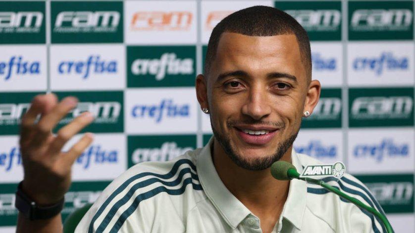 Nesta segunda (12), Vitor Hugo concedeu sua última entrevista coletiva com a camisa do Verdão. (Cesar Greco/Ag Palmeiras/Divulgação)