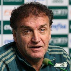 Cuca prevê 'jogo duro' contra Fluminense e confirma Willian e Juninho