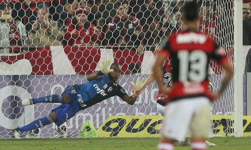 Na véspera de seu aniversário de 36 anos, Jailson fez defesas difíceis no empate contra o Flamengo. (Cesar Greco/Ag Palmeiras/Divulgação)