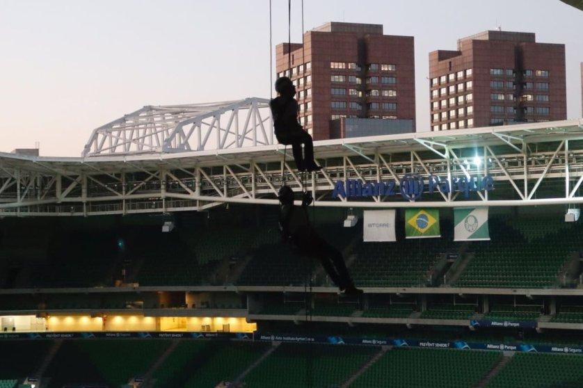 Tour Radical conta com um rapel com mais de 40 metros de altura. (Divulgação)