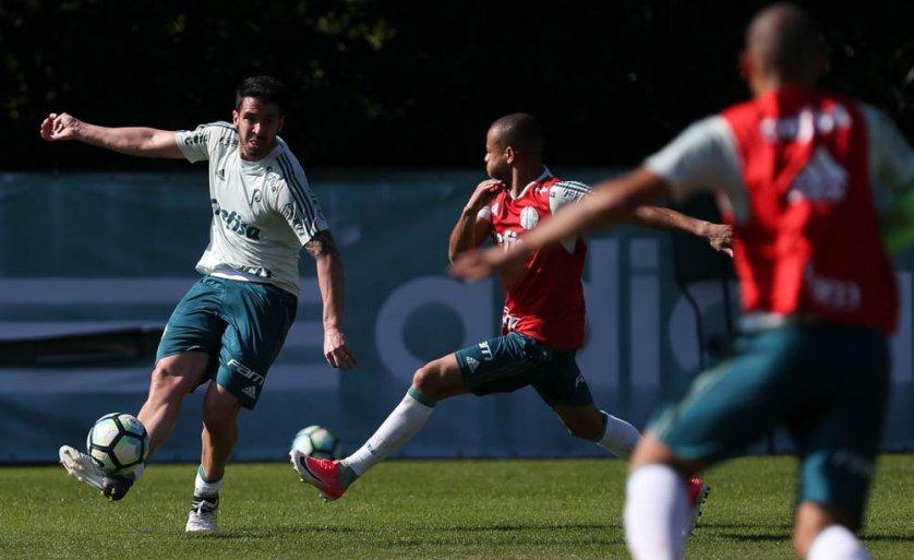 Recuperado de uma entorse no tornozelo, Mayke treinou normalmente. (Cesar Greco/Ag. Palmeiras/Divulgação)
