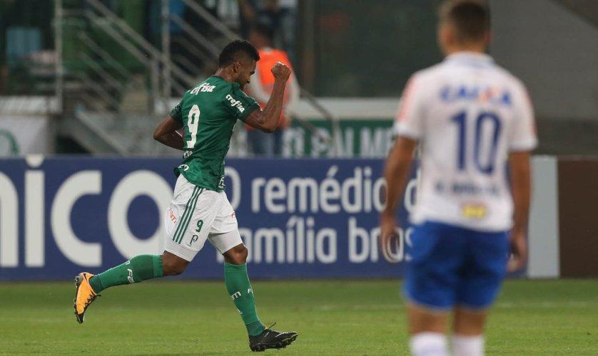 Os dois gols de Borja garantiram que o Verdão somasse um ponto importante no Brasileiro, em busca de afirmação na briga pelo G-4. (Cesar Greco/Ag. Palmeiras/Divulgação)