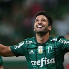 Luan comemora primeiro gol marcado com a camisa do Palmeiras