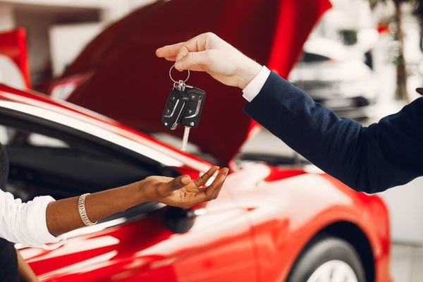 In the subscription car service, maintenance, insurance, property tax and all the bureaucracy are under the responsibility of the dealership, and with fixed expenses, it can even be cheaper for the consumer.