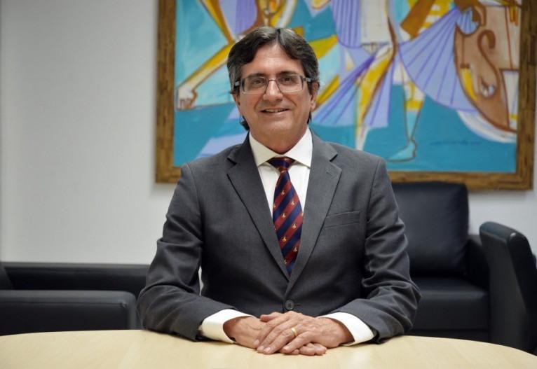 O secretário de Educação de Sergipe, Josué Modesto