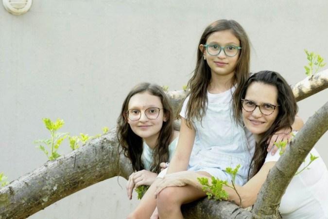 As duas filhas de Raquel Beck, Sarah e Sofia, têm reagido de maneiras diferentes aos tempos difíceis impostos pela pandemia