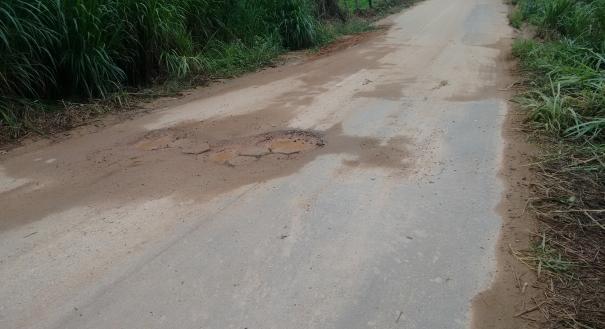 Estrada que liga a localidade de Santa Clara, em Ibatiba, a Lajinha, também enfrenta problemas