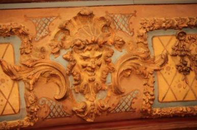 More carvings on the front of the 1st floor balcony