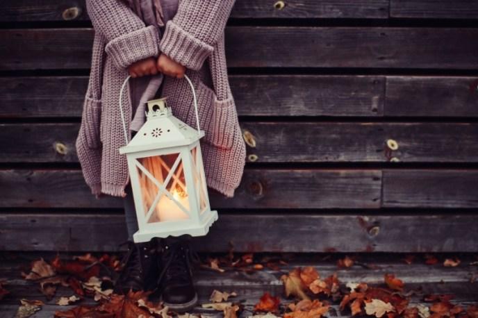 autumn-holding-knitwear.jpg