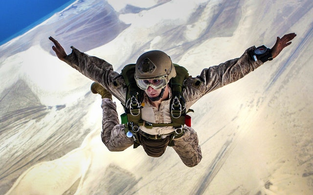 skydiving-jump-falling-parachuting-37656