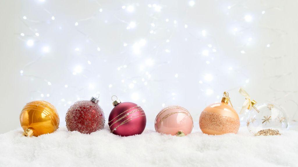 Christmas tree ornament balls