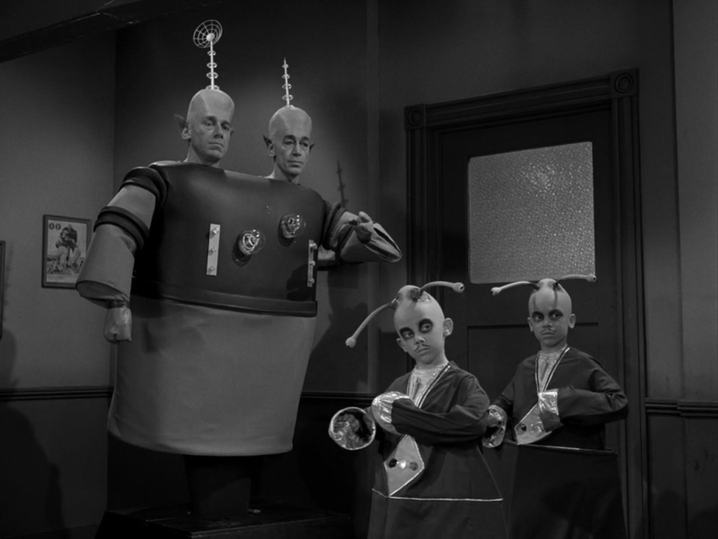 an analysis of the twilight zone Analysis of i sing the body electric and the masks what made the twilight zone such a revolutionary series was it was the first adult science fiction show.