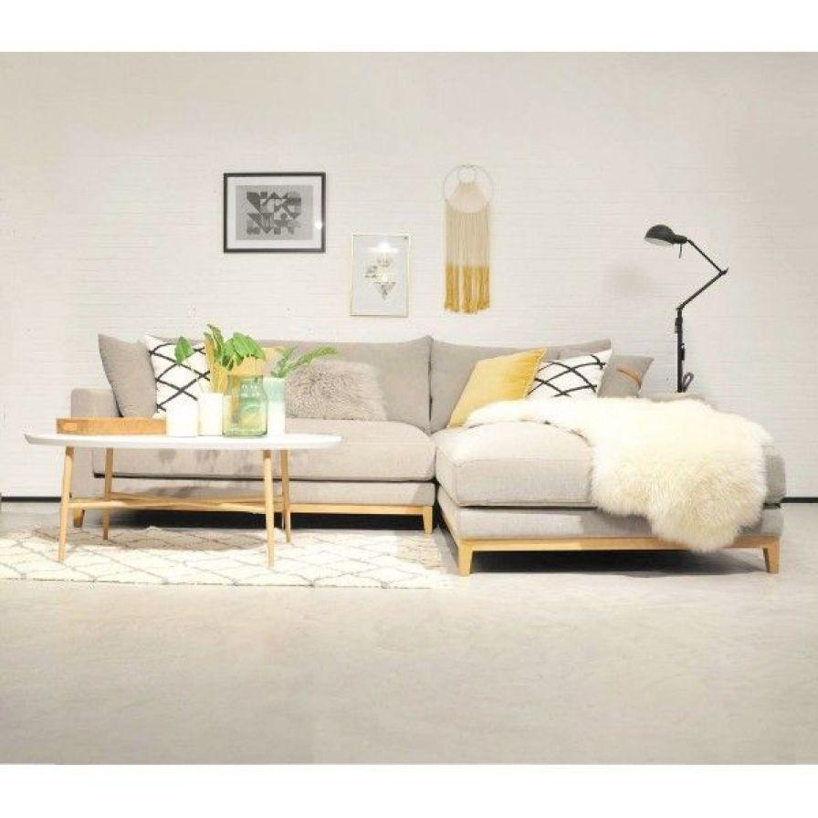 Sofá de estilo escandinavo modelo TOMMAS, personalizable y en distintos tamaños desde 1782€ en Mido Decoración.