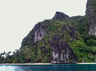 El Nido's islands have these limestone cliffs which locals scale to harvest ingredients for bird's nest soup. And that's really the color of the water in this part of the sea :)