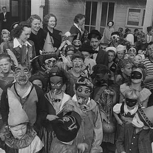 Children_in_Halloween_costumes_at_High_Point,_Seattle,_1943 (1)